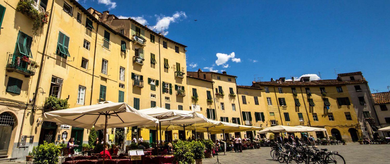 Piazza dell' Anfiteatro - Lucca